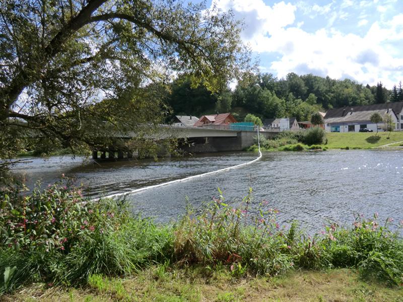 Brücke über Fluß Abbruch