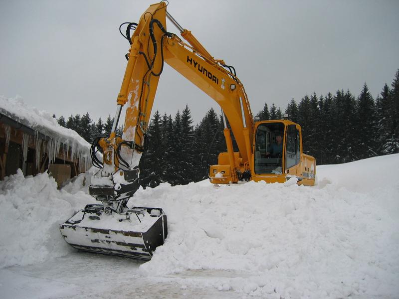 Schneekatastrophe Bayerischer Wald Maschineneinsatz